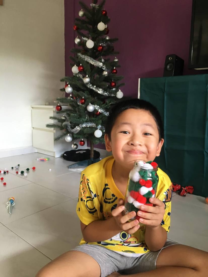 Kill Time With ChristmasPom-Poms